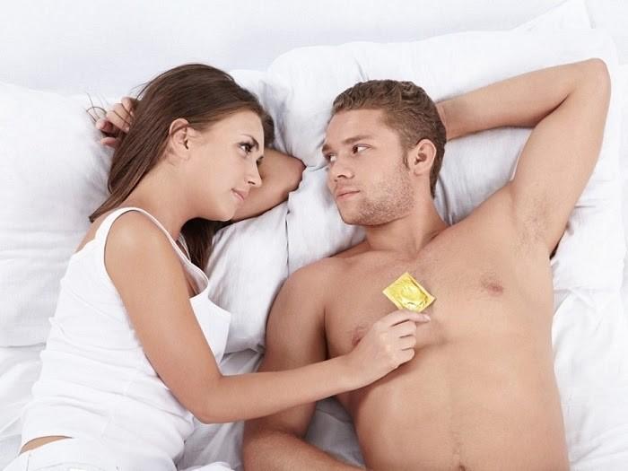 Nên sử dụng bao cao su khi quan hệ