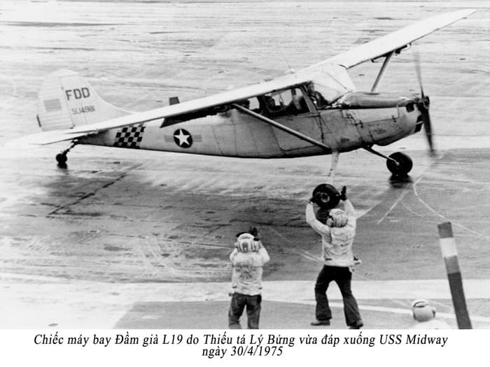 phi công trẻ là gì