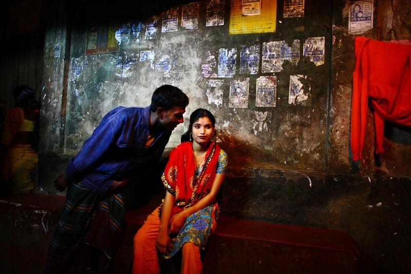 Tình trạng buôn bán phụ nữ/trẻ em là một hệ quả của tình hình mại dâm tại Bangladesh