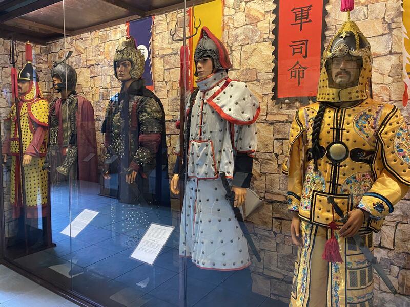 Rất nhiều tượng được trưng bày bên trong bảo tàng vũ khí Cổ Vũng Tàu