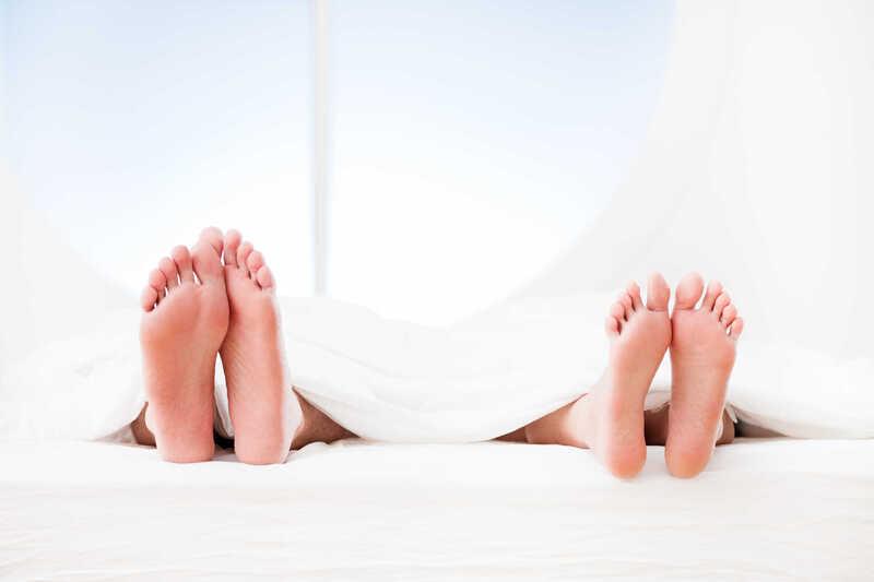 Nếu thấy dấu hiệu bất thường sau khi quan hệ tình dục không an toàn, hãy nhanh chóng đi khám bác sĩ